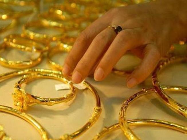 Vàng 'bốc hơi' nửa triệu đồng mỗi lượng