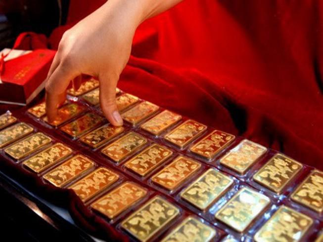 Giá vàng quay đầu tăng vì thương mại Mỹ-Trung 'mịt mù'