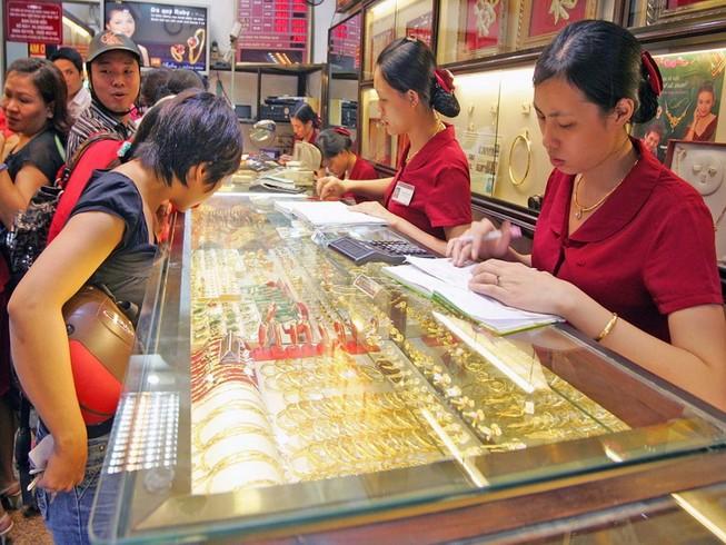Giá vàng nhảy lên mức cao nhất một tháng qua