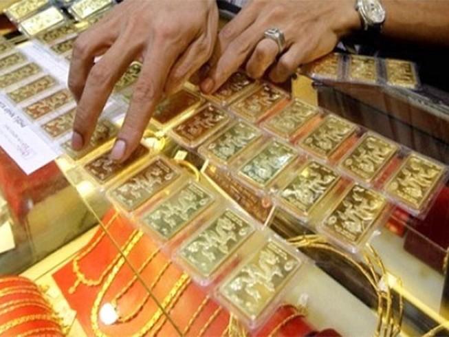 Sau 1 đêm, giá vàng mất trên 800.000 đồng/lượng