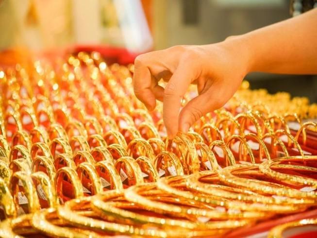 Giá vàng nhẫn rẻ hơn vàng SJC gần 5 triệu đồng/lượng