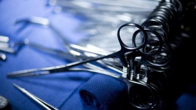 """""""Bỏ quên gạc"""" trong mũi bệnh nhân, bác sĩ Singapore lĩnh án"""