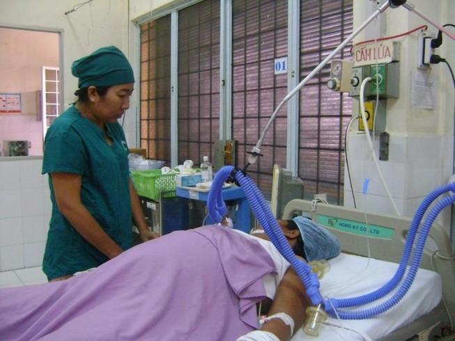 Cứu sống bệnh nhân mang khối u xơ nặng gần 4 kg