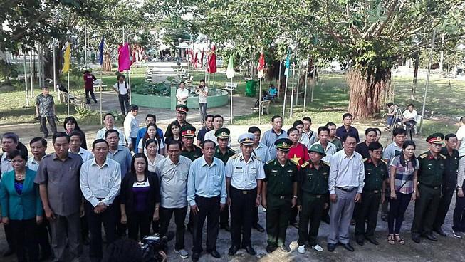 Thăm, tặng quà Tết quân dân xã đảo Thổ Châu