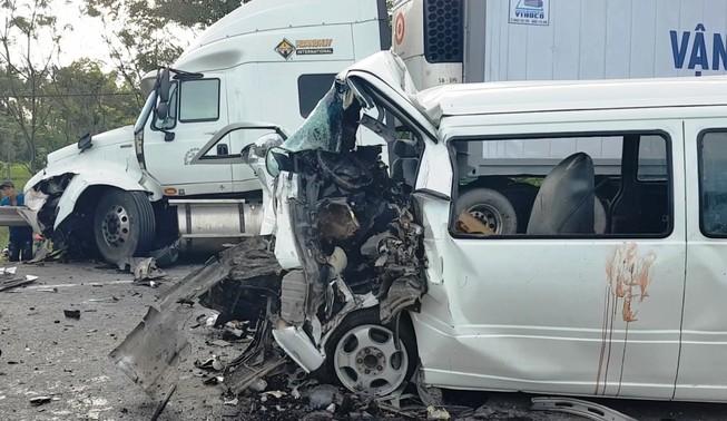 Tài xế vụ tai nạn 13 người tử vong chạy xe liên tục 12 giờ