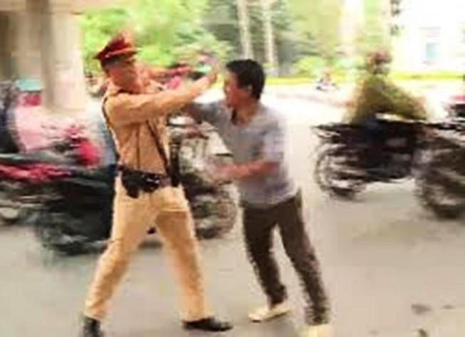 Hai CSGT hy sinh do người vi phạm chống đối
