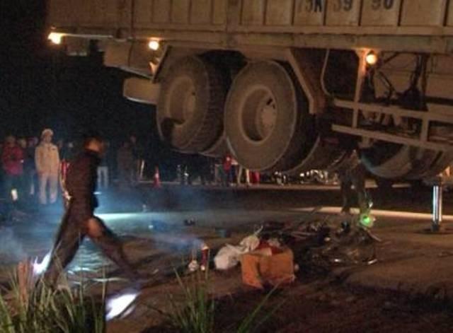 Xe tải cán liên tiếp: Một HS tử nạn, 4 em khác trọng thương