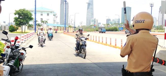 Từ 2015, xe gắn máy ở TP.HCM phải đóng phí đường bộ