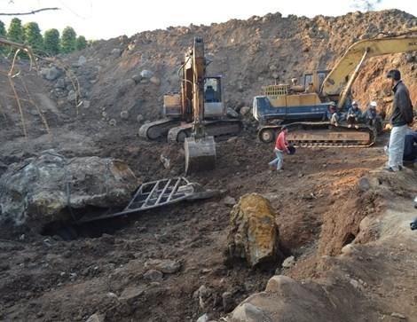 Chưa rõ 'số phận' tảng đá gần 30 tấn, trị giá nhiều tỉ đồng