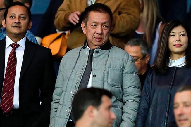 Chủ tịch Anil Murthy (trái) và ông chủ CLB Valencia Peter Lim.