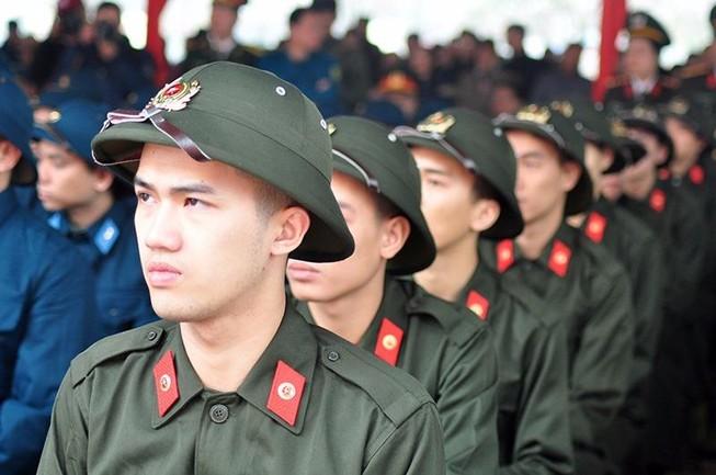 Hà Nội: Hàng chục công chức, viên chức xin nhập ngũ