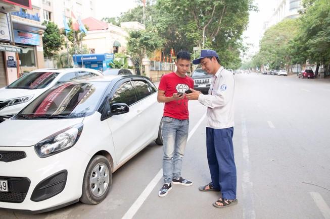 Thuận lợi tìm điểm đậu ô tô qua smartphone