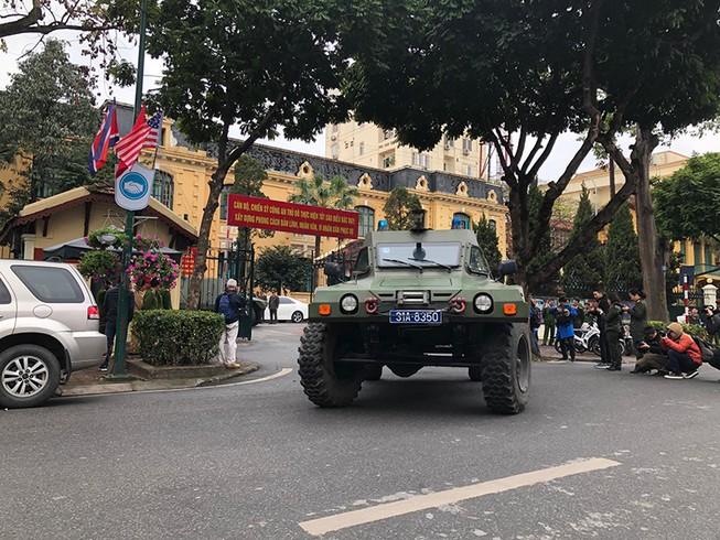 Dàn xe 'khủng' công an Hà Nội bảo vệ hội nghị Mỹ - Triều