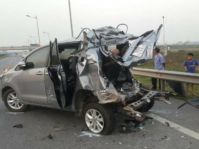 Điều tra vụ tai nạn 4 người chết trên cao tốc Hà Nội