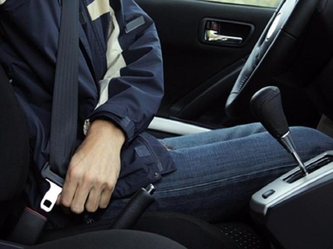 Từ 1-1-2018, ngồi sau không thắt dây an toàn sẽ bị phạt