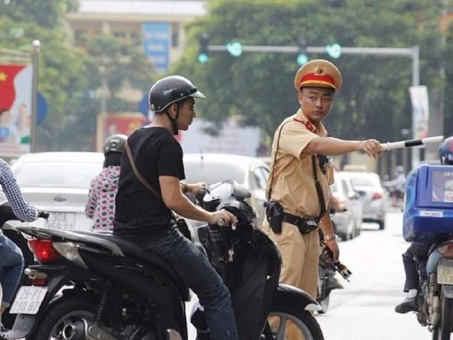 Chờ cấp lại GPLX, điều khiển phương tiện có bị xử phạt?