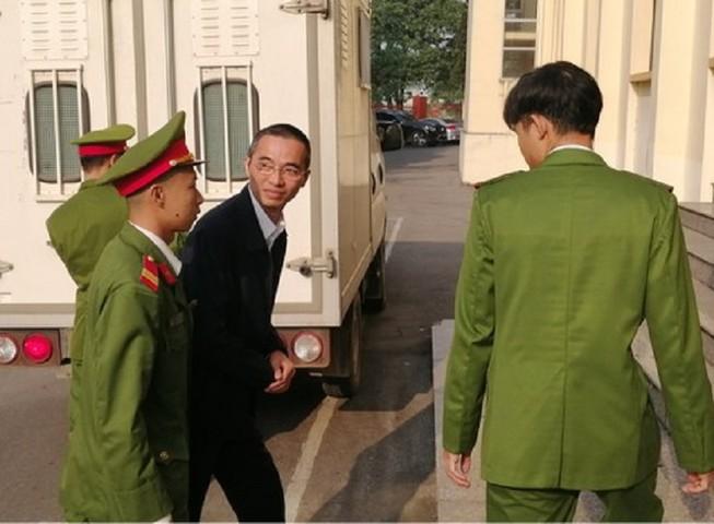 Tòa hoãn xử vì ông Trương Minh Tuấn không có mặt