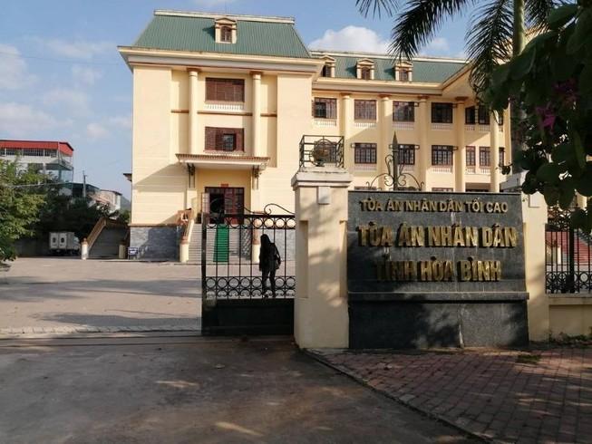Chánh văn phòng tòa huyện bị truy nã vì trộm cắp dầu