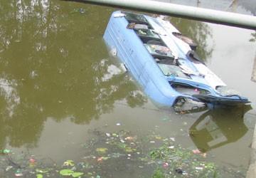 Kỹ năng thoát hiểm khi xe bị nước cuốn