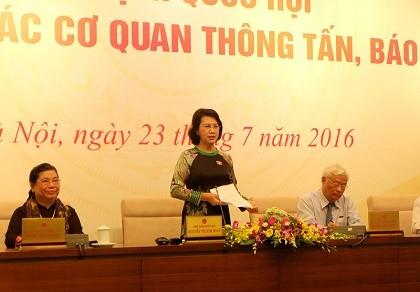 Tân Chủ tịch QH tiếp xúc báo chí: 'Đúng quy trình' chỉ là điều kiện cần