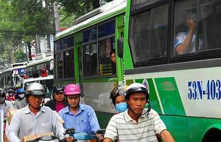 Ghi hình phạt nguội xe buýt chạy ẩu