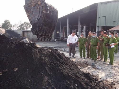 Một nhà máy chôn chất thải ngay trong khuôn viên