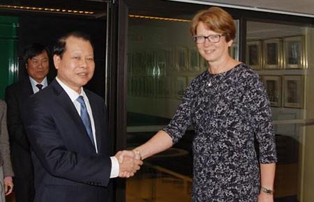 Đề nghị Thụy Điển thúc đẩy hoàn tất đàm phán FTA