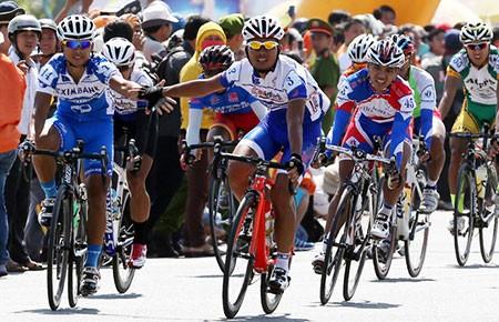 """Giải đua xe đạp Cúp TH TP.HCM 2014: Cặp """"song sát""""!"""