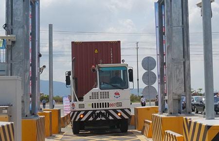 Vận hành máy soi chiếu phóng xạ tại cảng Cái Mép - Thị Vải