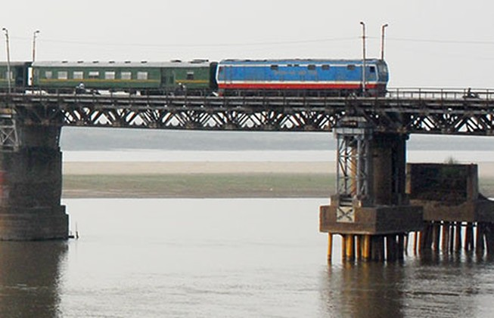 Bắt tạm giam sáu quan chức đường sắt