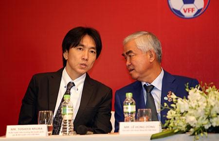 Vấn đề của bóng đá Việt Nam: Tiền nào của nấy