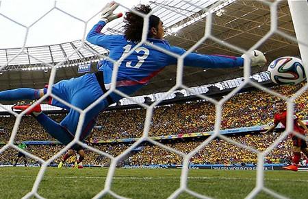 Bảng A, Mexico - Brazil (0-0): Quái kiệt Ochoa!