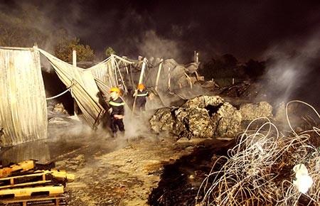 Cháy nhà xưởng tại huyện Bình Chánh
