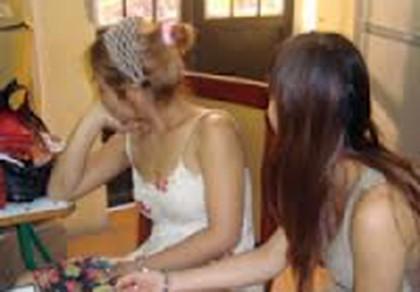 Giải cứu hai nữ sinh lớp 8 bị lừa vào cà phê massage