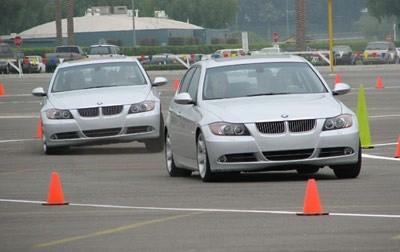 Giáo viên dạy lái xe thu 'phí chống trượt'