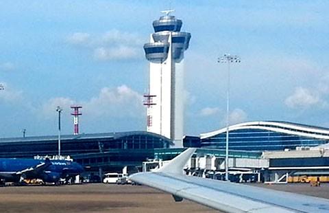 Sân bay Tân Sơn Nhất mất điện do con người!