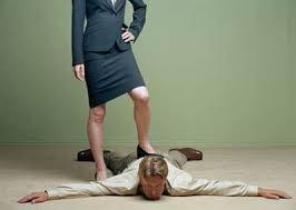 Chồng bị vợ bạo hành suýt mất mạng