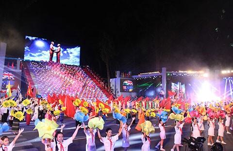 Ca nhạc, pháo hoa mừng Đất nước trọn niềm vui