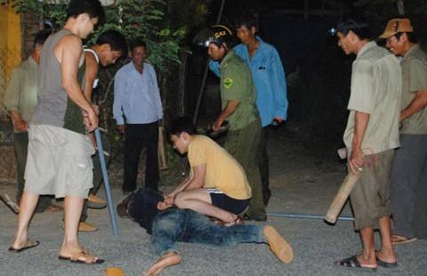 Cả làng trị trộm chó bằng dây, gậy, mõ