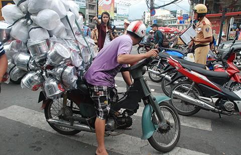 TP.HCM quyết dẹp xe máy 'mù'