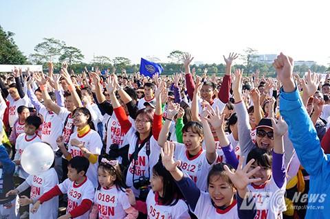 """Hơn 1.000 người """"Chạy vì trái tim"""""""