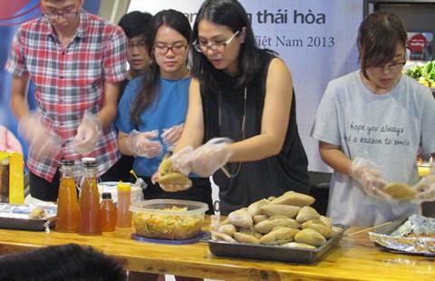 Cooking show - vừa biểu diễn nấu ăn vừa ra mắt sách