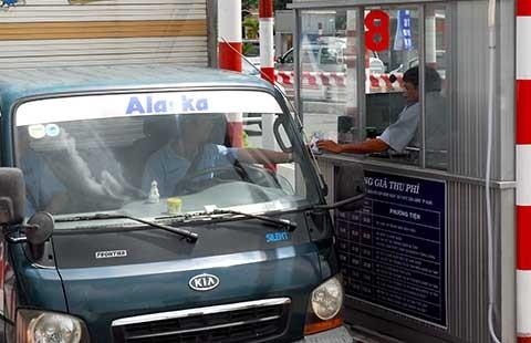 Trạm thu phí giao thông ra sức 'móc túi' dân