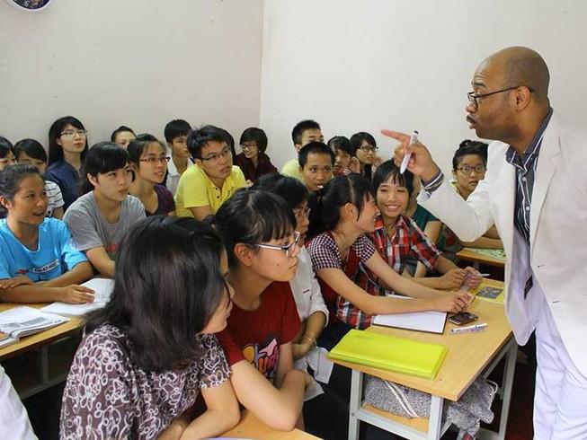 'Sống thử cùng Tây' học tiếng Anh miễn phí