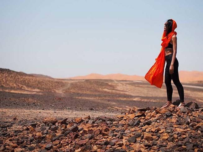 Cô gái hát rap với Obama lại một mình đến Sahara
