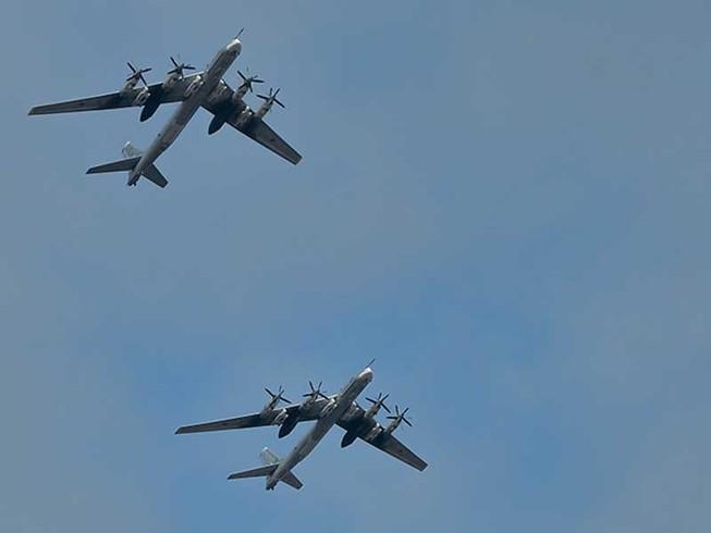 Oanh tạc cơ Nga lại áp sát không phận Mỹ