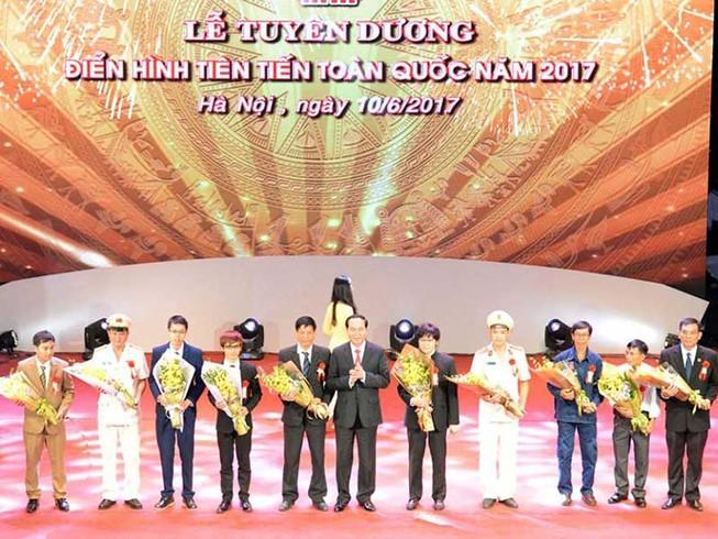 Long trọng lễ tuyên dương điển hình toàn quốc 2017