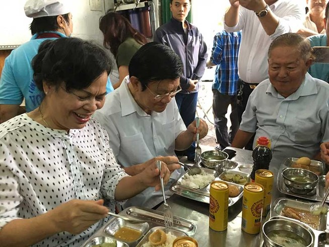 Ông Trương Tấn Sang ở quán cơm Nụ Cười