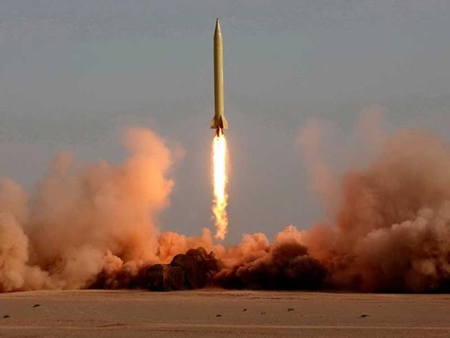 Ông Trump tố Triều Tiên giúp Iran chế tên lửa