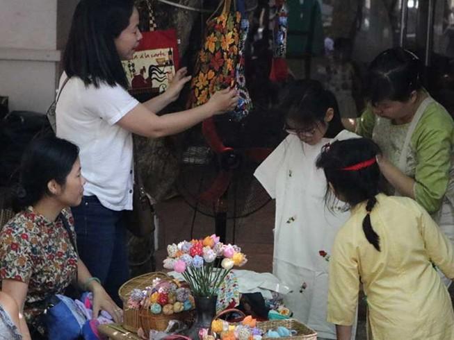 Chợ phiên đặc biệt giữa Sài Gòn
